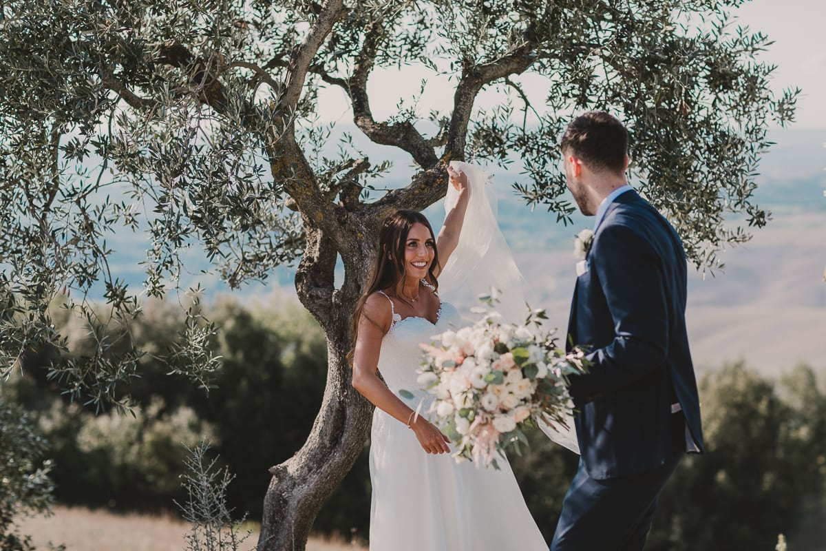 Tuscany wedding, bride and groom